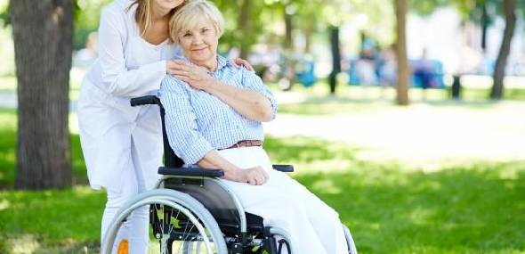 Como contratar um cuidador?