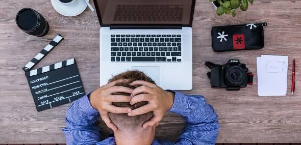 Dores de cabeça causadas por problemas na ATM